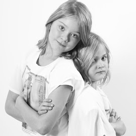 Chloe en Liv by Fok Vleeshakker - Babies & Children Child Portraits ( portraits of women, black and white, granddaughter, lovely, dochter )