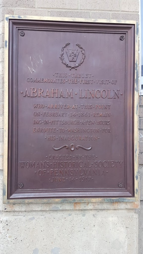 THIS TABLET COMMEMORATES THE FIRST VISIT OF ABRAHAM LINCOLN WHO ARRIVED AT THIS POINT ON FEBRUARY 14 1861 REMAIN-ING IN PITTSBURGH A FEW HOURS ENROUTE TO WASHINGTON FOR HIS INAUGURATION ERECTED BY ...