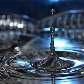 I:\fb groepen foto's\sized_DSC_0469blue waterdrops 2.JPG