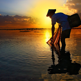Morning Reflection by Alit  Apriyana - People Street & Candids ( bali )