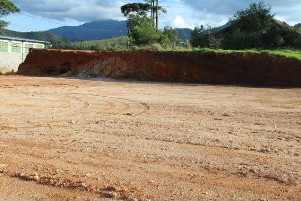 Terreno plano em Nova Friburgo para fins comerciais.