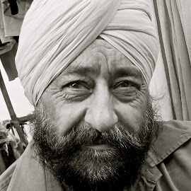 SIKH MAN # 31 by Doug Hilson - People Portraits of Men ( sikh, punjab, turban, beard, impish eyes, man, portrait,  )