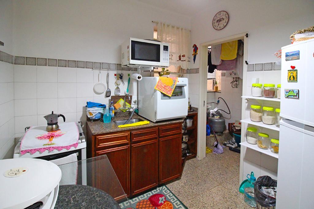 Apartamento de 2 dormitórios, 77,28m² privativos, living 2 ambientes, cozinha, área de serviço, banheiro social e pátio. Bem localizado no centro.  Agende hoje mesmo uma visita com um de nossos consultores.