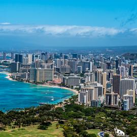 Waikiki  by Darren Sutherland - City,  Street & Park  Vistas ( hawaii 2015 )