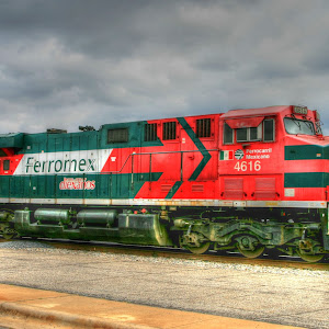 Mex rail_tonemapped.jpg