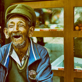 Victorious smile.......... by Sourajit Ghosh - People Portraits of Men ( old, happy, smile, man, potraits )