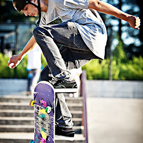 by John Kincaid - Sports & Fitness Skateboarding