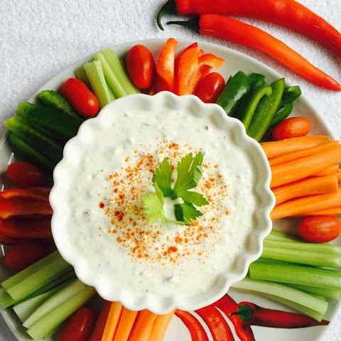 Creamy Cucumber, Fennel & Yogurt Dip