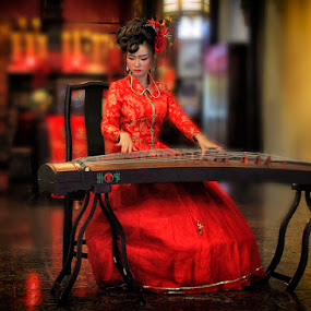 Chinese Traditional Melody by Joey Bangun - News & Events Entertainment ( women, lady, red )
