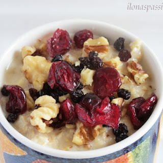 Maple Oatmeal with walnuts & dried fruits