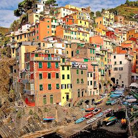Cinque Terre - Le port de Riomaggiore by Gérard CHATENET - City,  Street & Park  Vistas