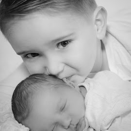 Baby Sister by Vix Paine - Babies & Children Child Portraits ( love, sister, newborn photography, black and white, newborn photo, family, sibling, family photography, brother, baby, baby photography, newborn )