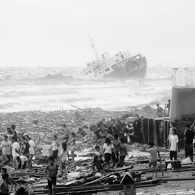 Life after the Storm in the Philippines by Romualdo Señeris - News & Events Weather & Storms ( pwcstorms, life, storm, philippines, wrecked )