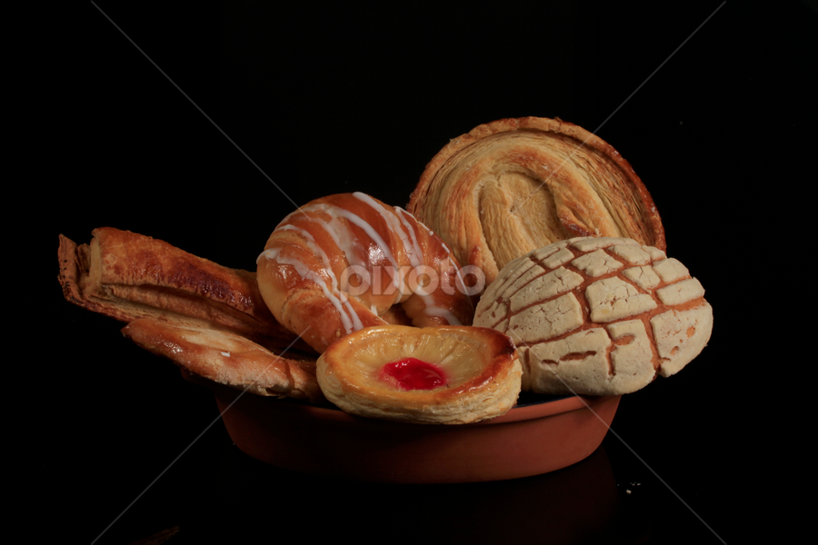 Mexican sweet bread by Cristobal Garciaferro Rubio - Food & Drink Cooking & Baking ( mexican bread, cake, reflection, breat, sweet bread )