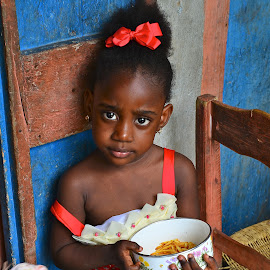 Sharing by Greg Harrison - Babies & Children Child Portraits ( responsible, poverty, food, family, haitii )
