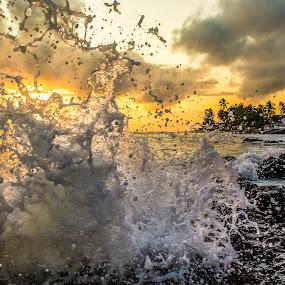 the bath ..  by Rqserra Henrique - Landscapes Waterscapes ( brazil, dawn, natal, rqserra, bath, wave, rocks,  )