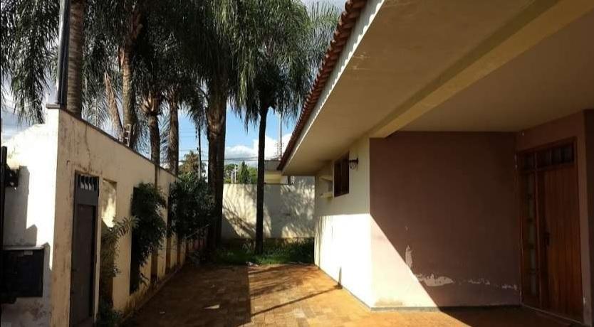 Casa para Aluguel 361 m²  com 4 quartos