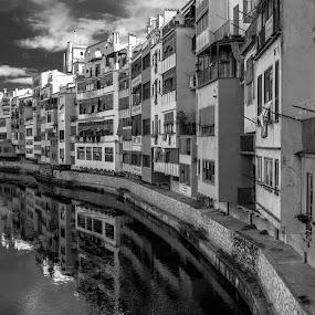 girona by Roberto Gonzalo Romero - Black & White Buildings & Architecture ( girona )