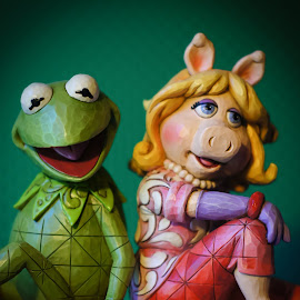 Kermit &Miss Piggy by Gary Wahle - Artistic Objects Other Objects ( muppets, bookends, color, kermit the frog,  )