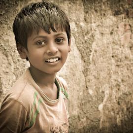 Munna by Prasanta Das - Babies & Children Child Portraits ( playful, portrait, kid )