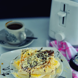 ROTI BAKAR KEJU by Muhammad Fadhil - Food & Drink Cooking & Baking ( toast, bread, cafe, batam, food style, indonesia, cheese )
