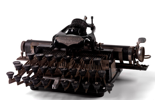 Blickensderfer typewriter bought by Synge in 1900. Synge was one of the first writers to compose directly on the typewriter.