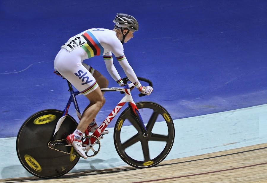 Jo Rowsell - Matrix Fitness - Prendas by Jon Sellers - Sports & Fitness Cycling