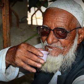 Rashid Bhai by Prasanta Das - People Street & Candids ( old man. morning  tea, tea stall )