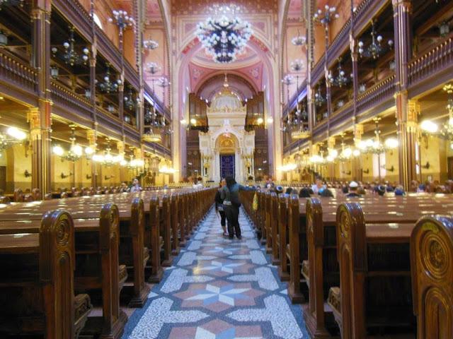 Decoración del interior de la sinagoga