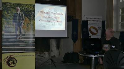 Fiedhelm Schneidewind auf dem Tolkien Tag 2011 mit seinem Vortrag über Drachen.
