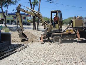 Photo: Mamburaon koulun aidan rakennus käynnissä maaliskuu 2013