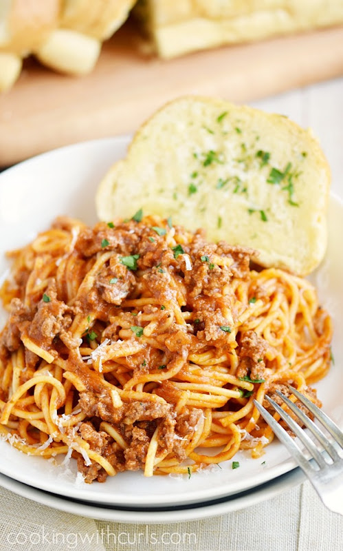 This-Instant-Pot-Spaghetti-is-perfect-for-those-nights-when-you-need-dinner-fast-cookingwithcurls.com_