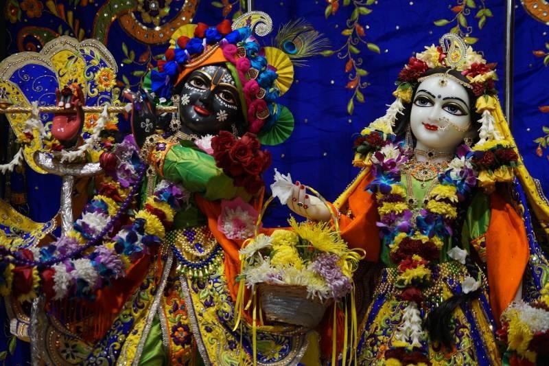 ISKCON Noida Deity Darshan 01 Jan 2017 (1)