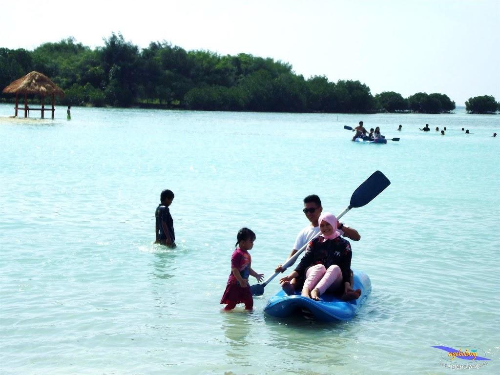 family trip pulau pari 090716 Fuji 068