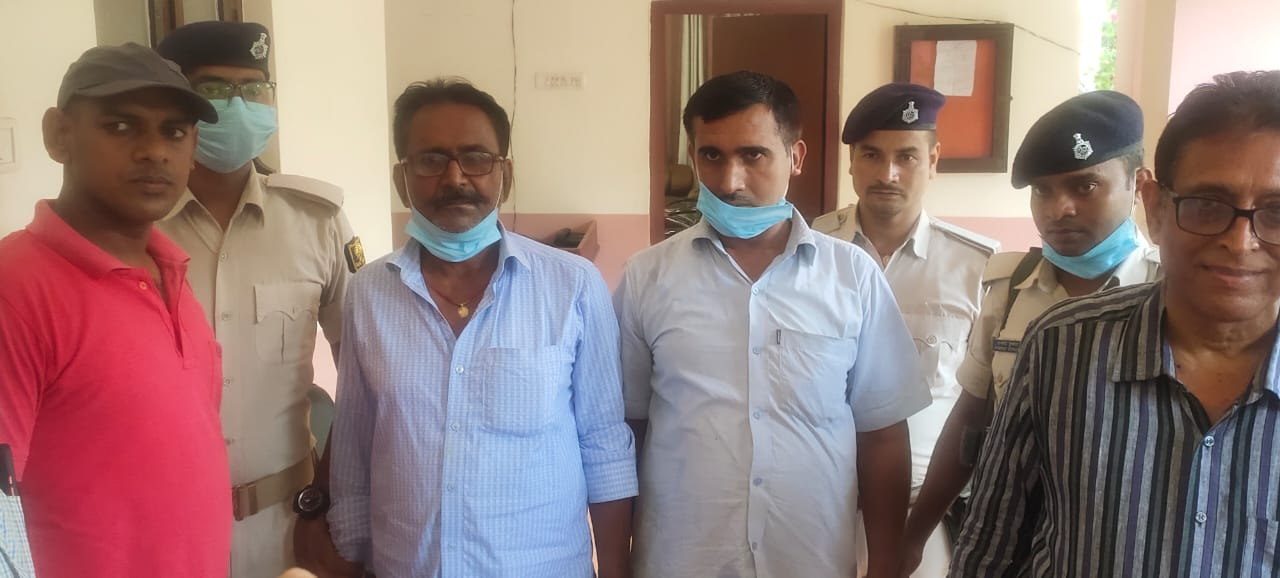 बेगूसराय में निगरानी की टीम ने की बड़ी कार्यवाई, नाजिर और अमीन पैसा लेते दबोचे गए