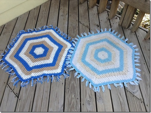 Twin rugs (free crochet pattern)