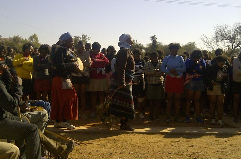 Bojale initiates singing