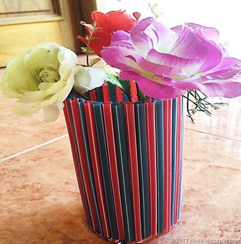 Vas Bunga dari Bahan Limbah Anorganik Botol dan Sedotan Plastik Bekas