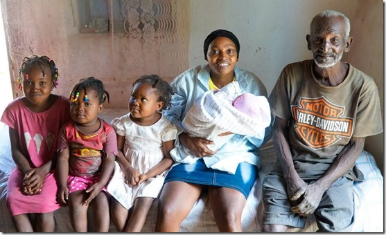 lady, her kids and father