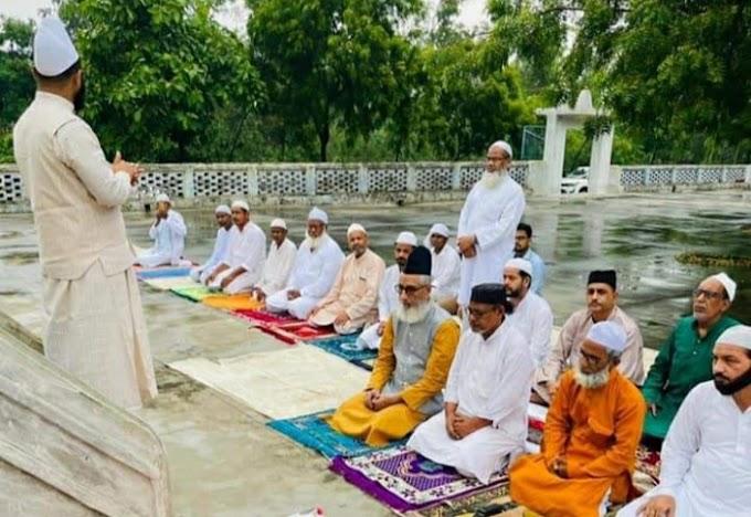 *_कोविड नियमों के पालन के साथ मनाया गया बकरीद का त्योहार दी गई मुबारकबाद_*फतेह खान की रिपोर्टरुदौली(अयोध्या)।