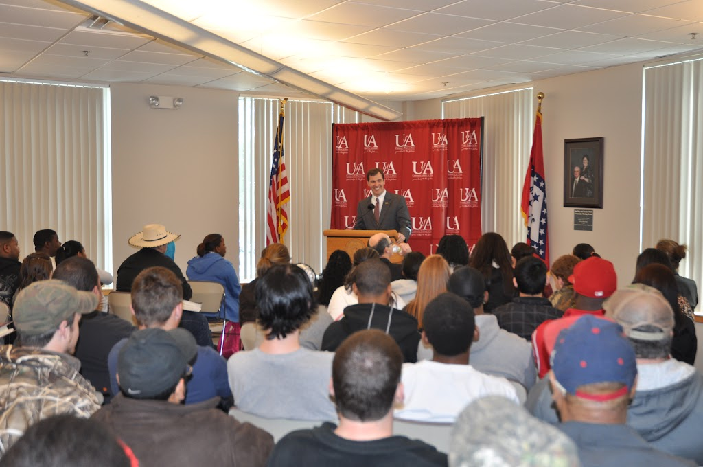U of A System President Dr. Donald Bobbitt Visit - DSC_0228.JPG