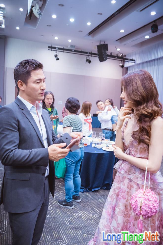 Diễm My 9x xinh đẹp và gợi cảm dự khai mạc liên hoan phim tại Hàn Quốc - Ảnh 4.