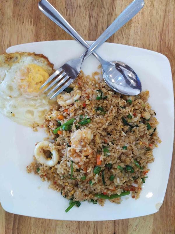 nasi goreng seafood musa kariem vietnam
