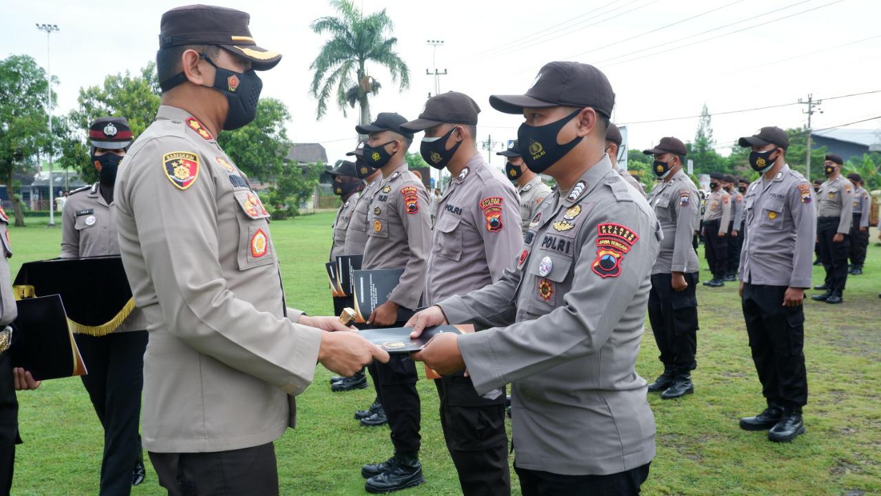 Kembali Polres Klaten Beri Penghargaan Kepada Anggota Berprestasi dan Beri Kenaikan Pangkat PNS Polres