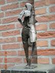 Achterkant mensfiguur in brons