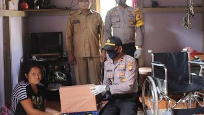 Sambut Hari Bhayangkara, Polsek Sekadau Hulu Berikan Kursi Roda untuk Warga Sekonau