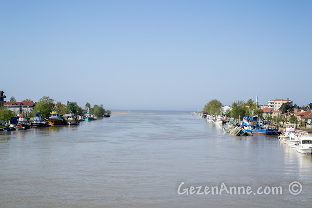 Sakarya Nehri'nin Karadeniz'e döküldüğü yer: Karasu, Yenimahalle, İhsaniye