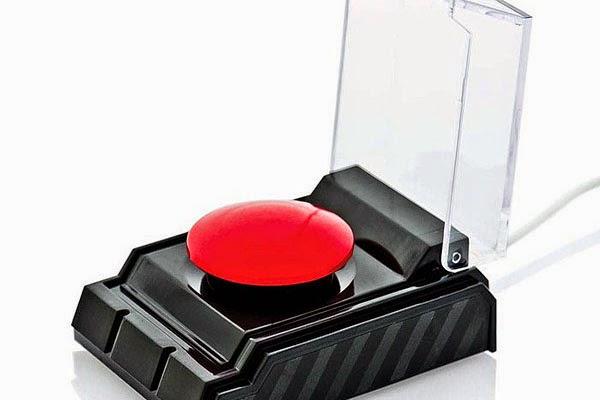 2 - Generico e confuso ma inchiodato al pc: ecco il grande bottone rosso del panico, completamente programmabile per far quello che vuoi.