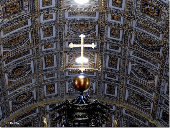 San Pietro Kreuz über