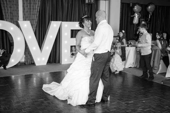 photography-bristol-wedding-first-dance